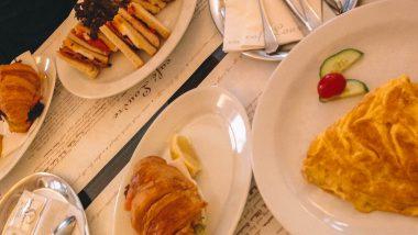 Lunchen of ontbijten in Café Louvre