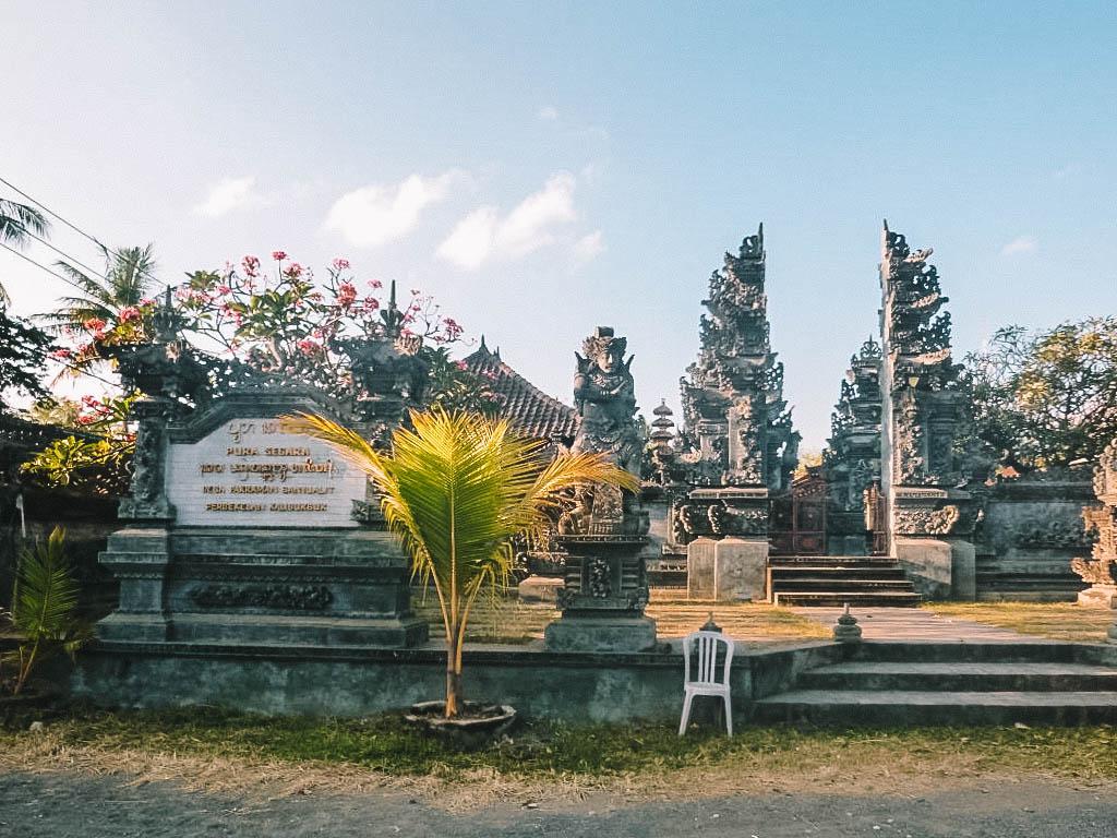 Tempel Lovina Beach