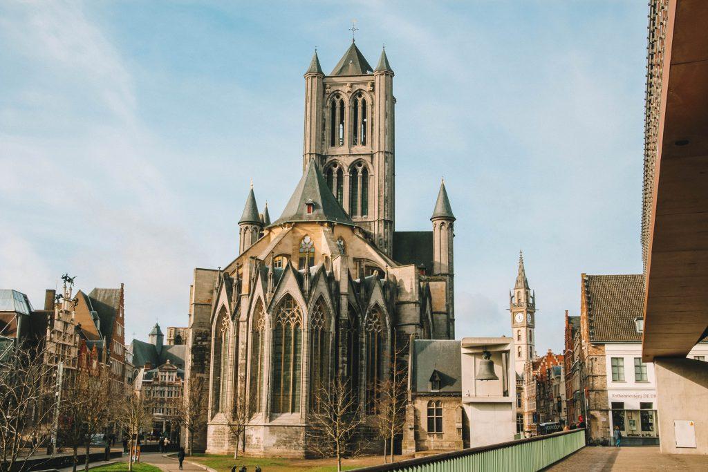De Korenmarkt en de Sint-Niklaaskerk