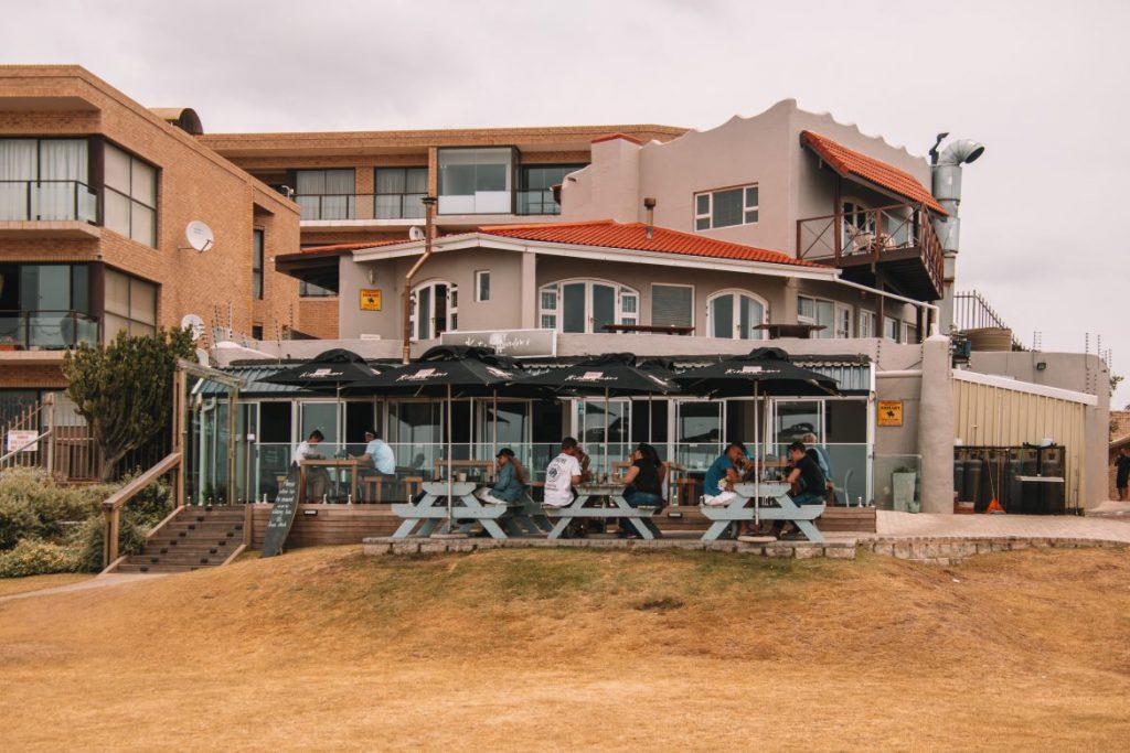 Lunchen bij Kitchen Windows Beach Restaurant